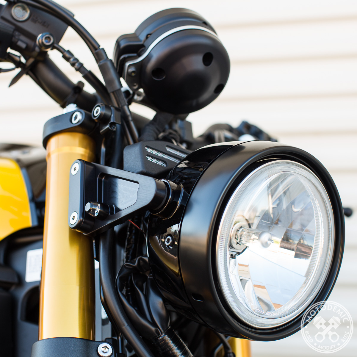 XSR900 Headlight Side Brackets and Gauge Cover