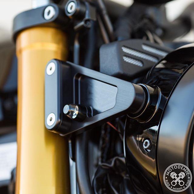 XSR900 Details
